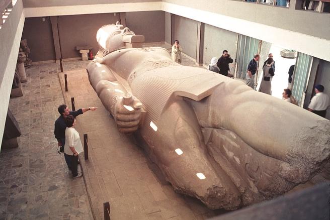 http://www.bluffton.edu/~sullivanm/egypt/memphis/ramses.jpg