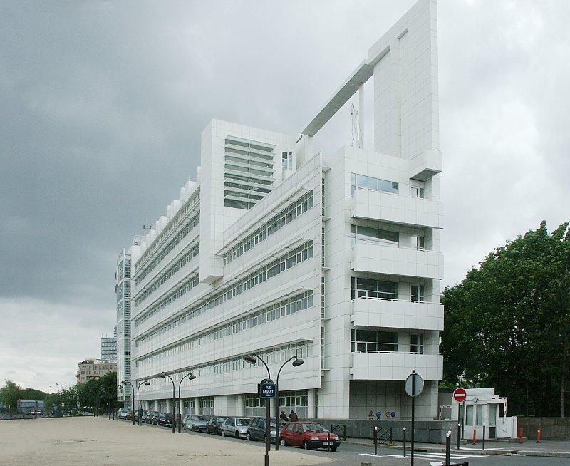 http://www.bluffton.edu/~sullivanm/france/paris/canal/0010.jpg