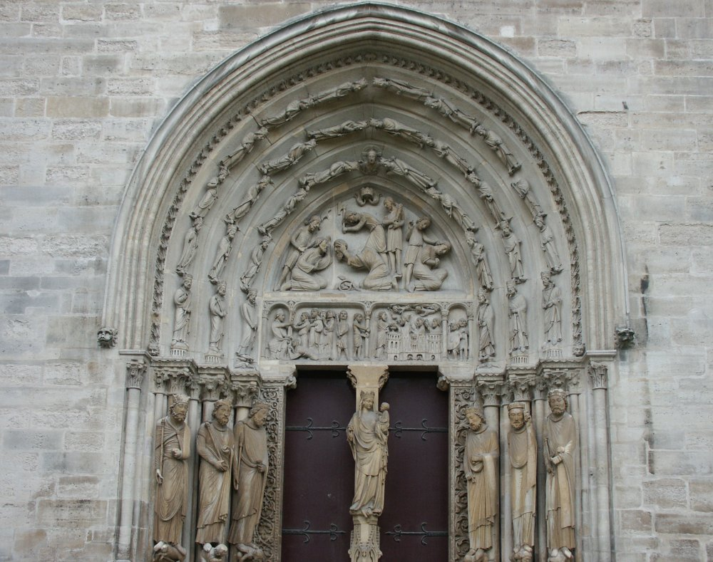 Merveilleux St Denis Architecture #5: These Are Still Column-like Figures And Part Of The Architecture. Only  Later Gothic Sculpture Will Be More Naturalistic.