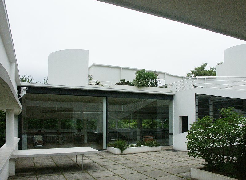 HTML> <HEAD> <TITLE>Images of Villa Savoye by Le Corbusier