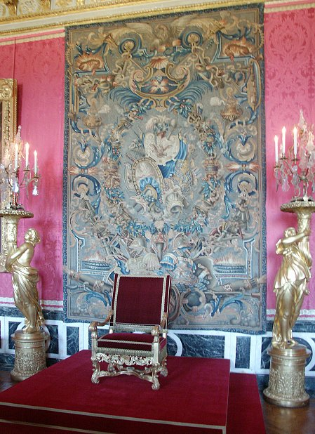 Images of king and queen 39 s bedrooms palace of versailles for Salon d apollon