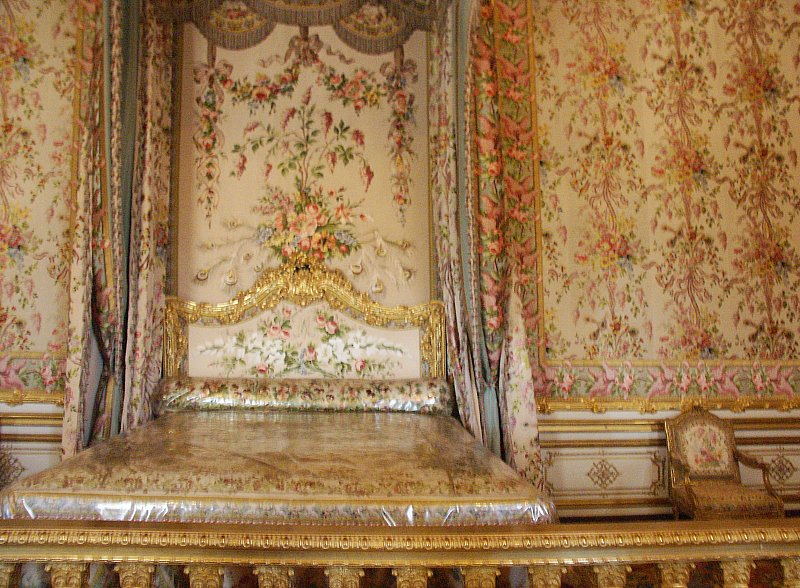 Palace Of Versailles King And Queen S Bedrooms Throne Room