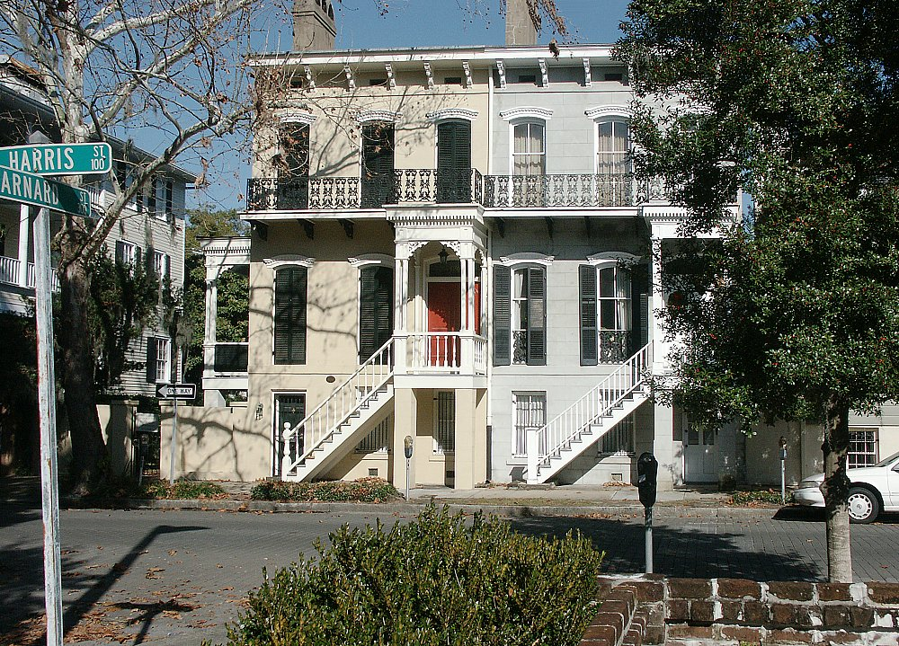 Images of typical house savannah georgia for Historic houses in savannah ga