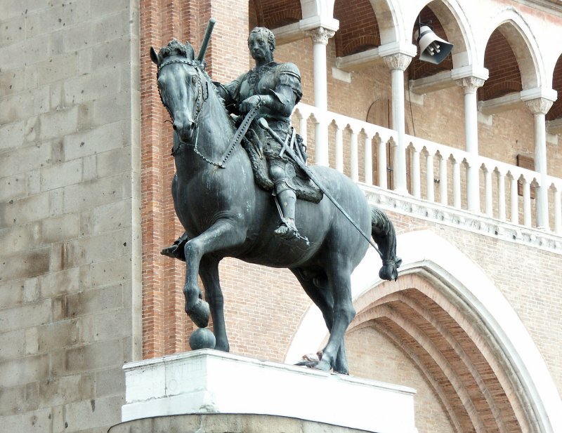 Images of Equestrian monument of Gattamelata by Donatello
