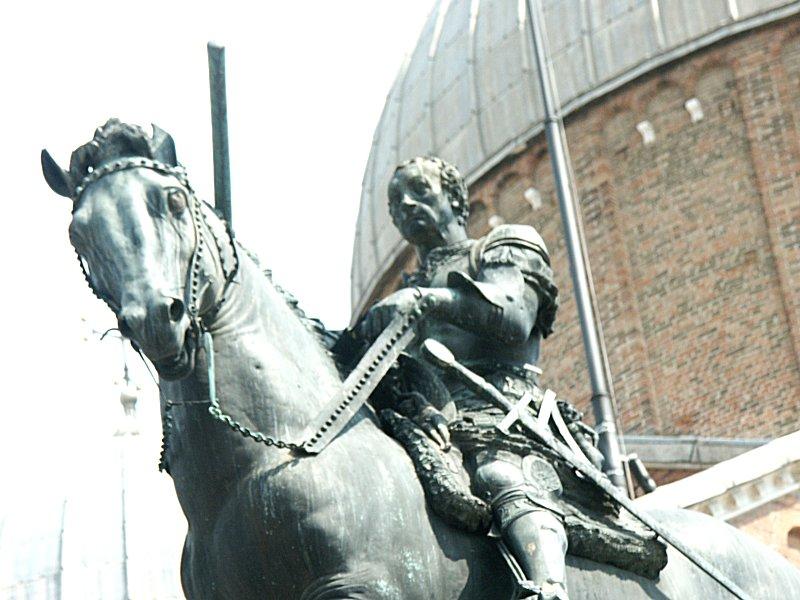 Images of Equestrian monument of Gattamelata by Donatello