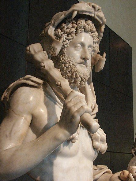 bust of commodus propaganda