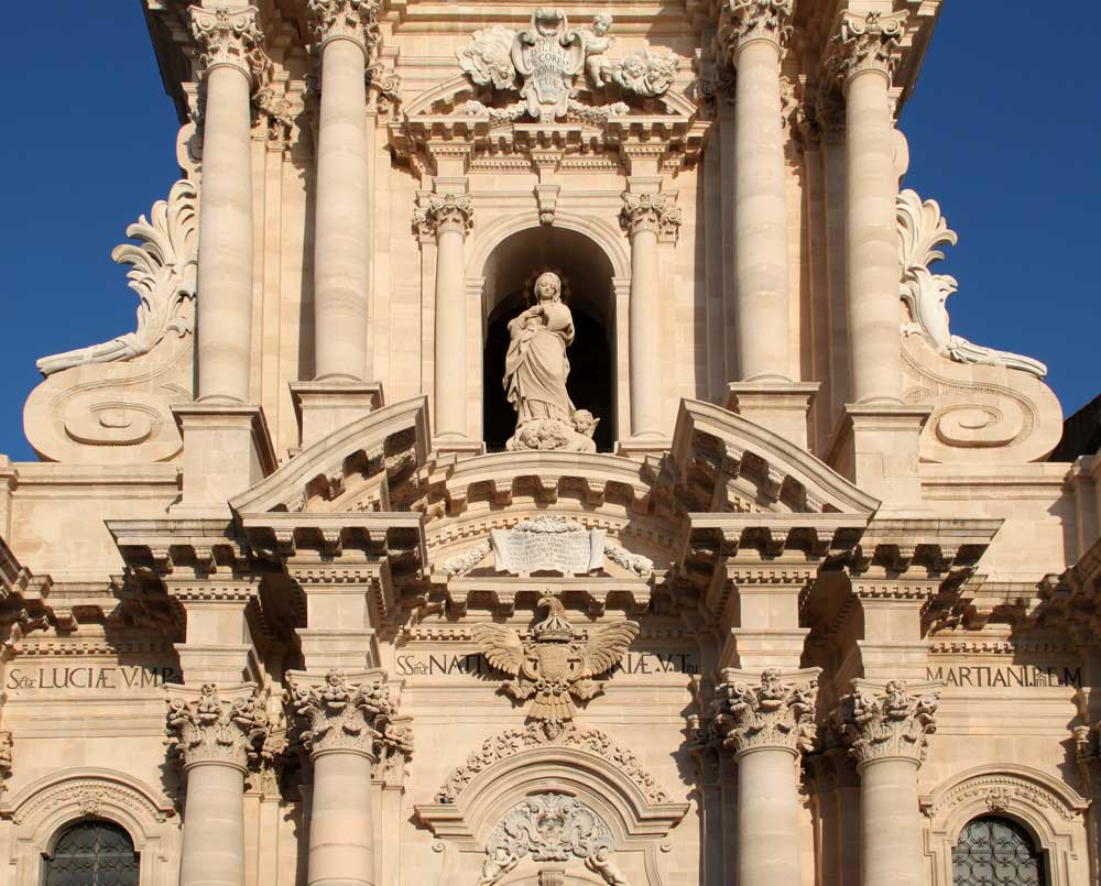 Images of the cathedral siracusa sicily interior and for Architecture baroque