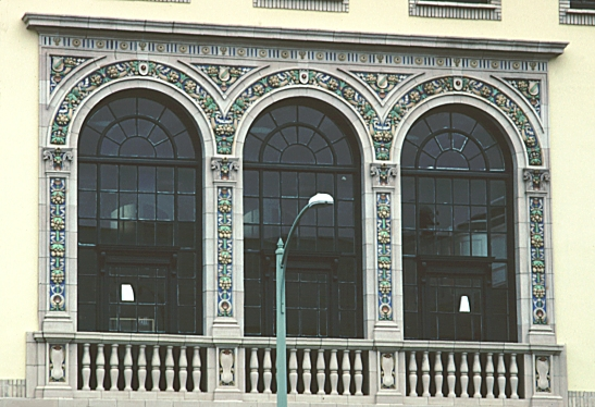 Images of the ywca oakland california by julia morgan for Square window design