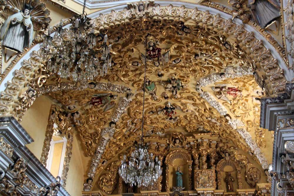 arco en el interior del templo