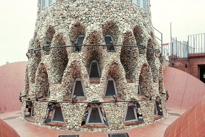 Gaudijeva arhitektura Roof8
