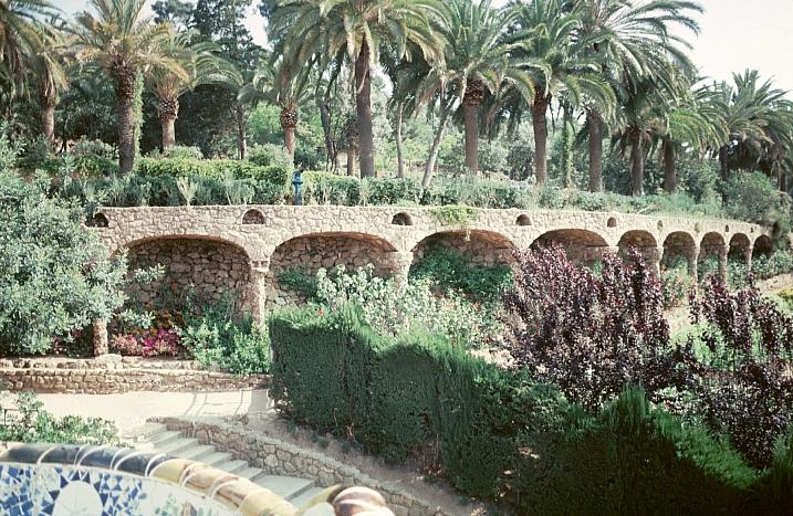 Park guell by gaudi for Barcelona jardin gaudi