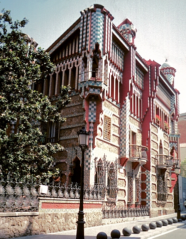 Antoni gaud architecture design thoughts - Casa vives gaudi ...