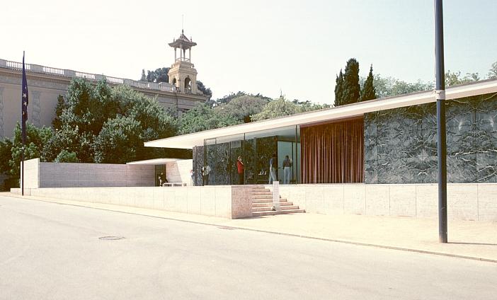 barcelona pavilion by mies van der rohe. Black Bedroom Furniture Sets. Home Design Ideas