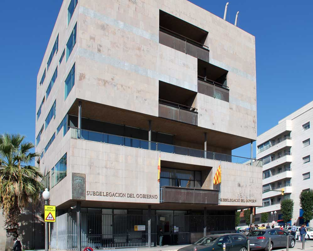 Ground Floor Residential Building Elevation : Civil government building by alejandro de la sota in