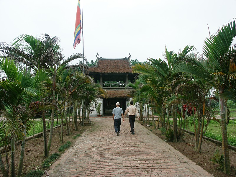 http://www.bluffton.edu/%7Esullivanm/vietnam/hanoi/butthap/0002.jpg