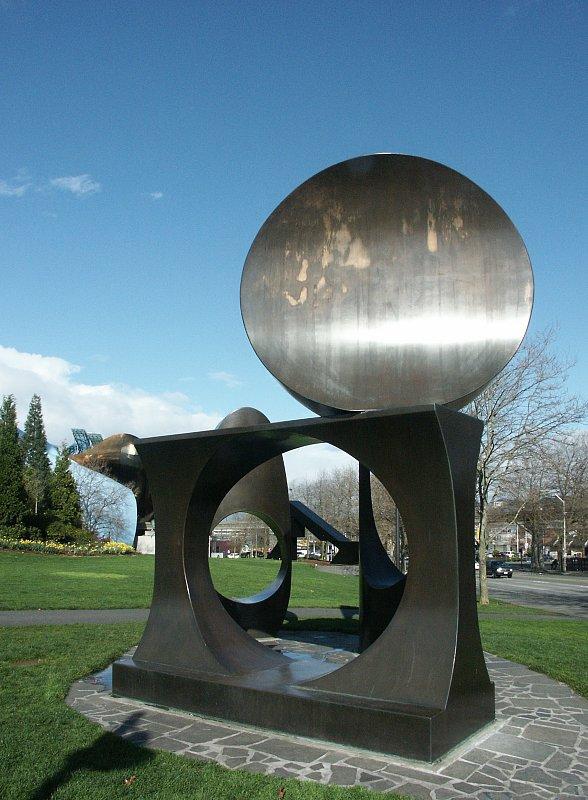 588 x 800 jpeg 92kBSculpture
