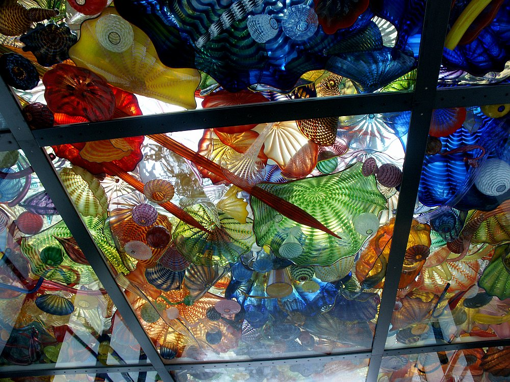 Images of the bridge glass by dale chihuly and arthur