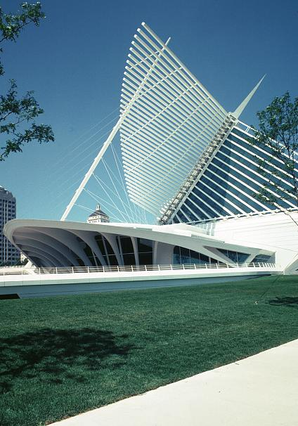 Quadracci pavilion milwaukee art museum by santiago calatrava for Terrace 45 scout santiago